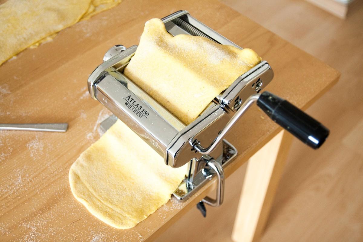 how to use pasta machine